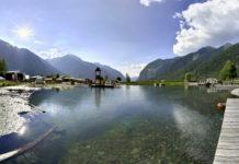 Pohled na jezero Umhausen za letního dne