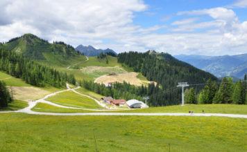 Pohled na dolní stanici lanovky Grafenberg ve Wagrainu