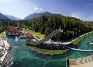 Panoramatický pohled na outdoorový park Area 47 v údolí Ötztal