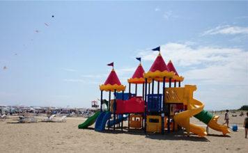 Dětské prolézačky na plážy v Cavallinu