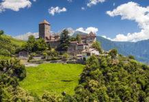 Hrad Tirol (Tyrol, Tirolo) v oblasti Merana
