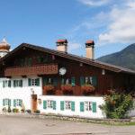 Alpská architektura ve vesnici Wamberg