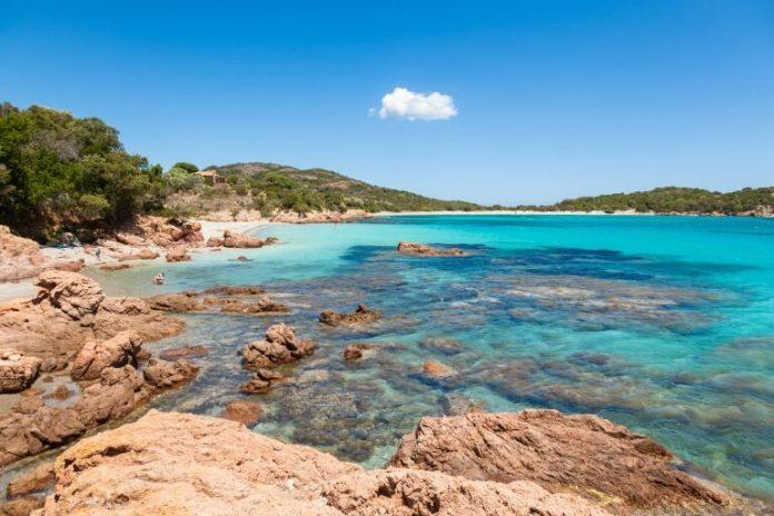 Pláž Rodinara na Korsice